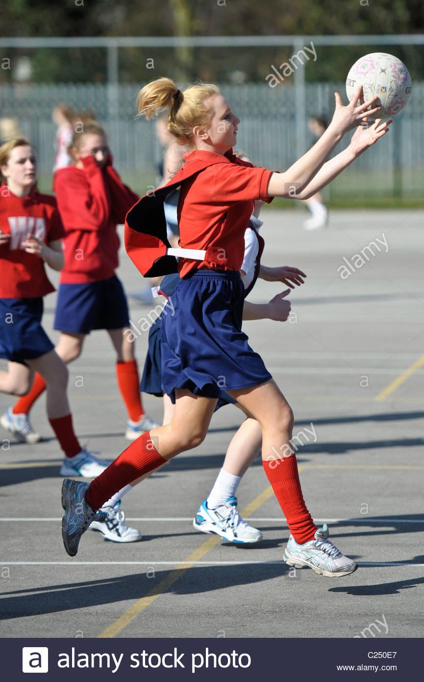 Les écoles du comté de tournoi de netball. Action d'un concours d'écoles de netball. Photo Stock