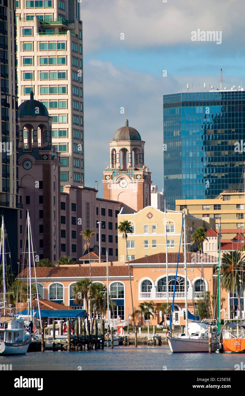 Centre ville et yacht basin face à Tampa Bay à St Petersburg, Floride, USA Photo Stock
