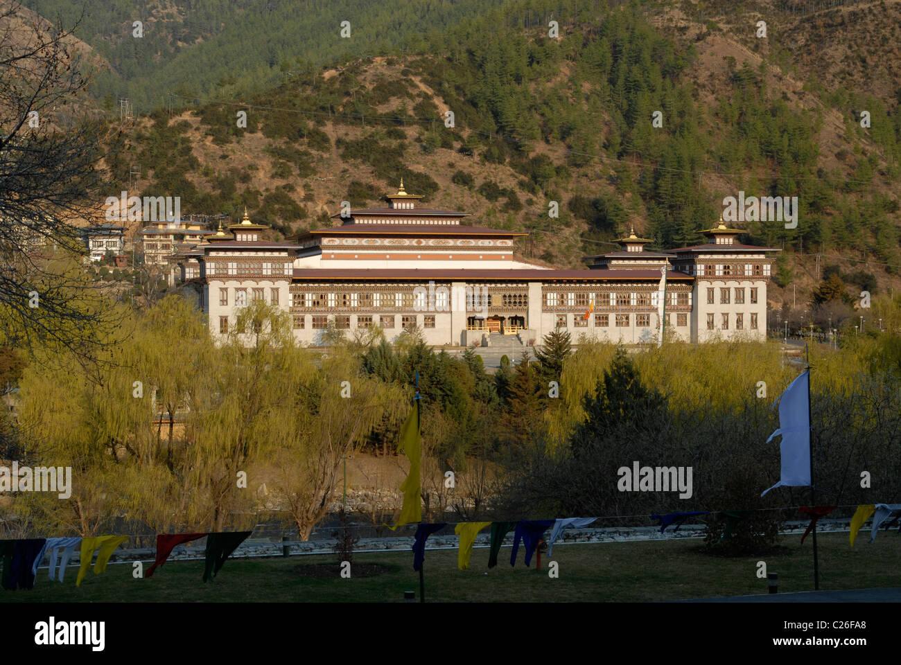 Le Parlement du Bhoutan, vu de Trashi Chhoe Dzong, Thimphu Photo Stock