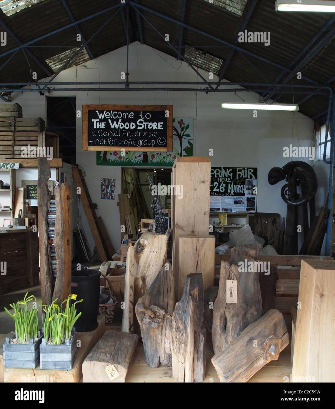 Les articles fabriqués à partir de bois recyclé en vente à l'accueil de Brighton Woodstore, Photo Stock