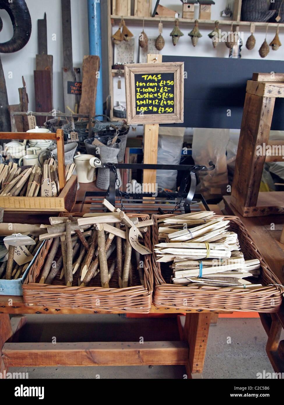 Jardin marqueurs, tags ou étiquettes faites à partir de bois recyclé du Brighton Woodstore, cirque, Photo Stock
