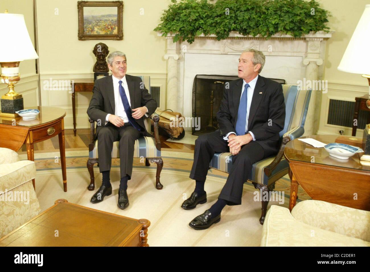 Le président américain george w bush se félicite le premier