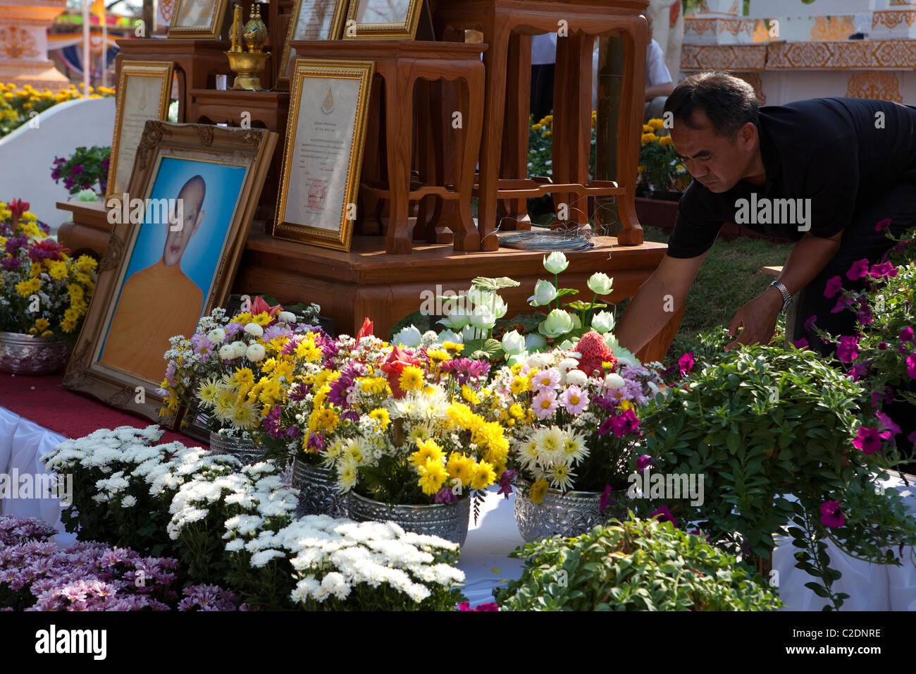 L Homme Volontaire Villageois Decorer Par Fleur Pour Krubakumbun