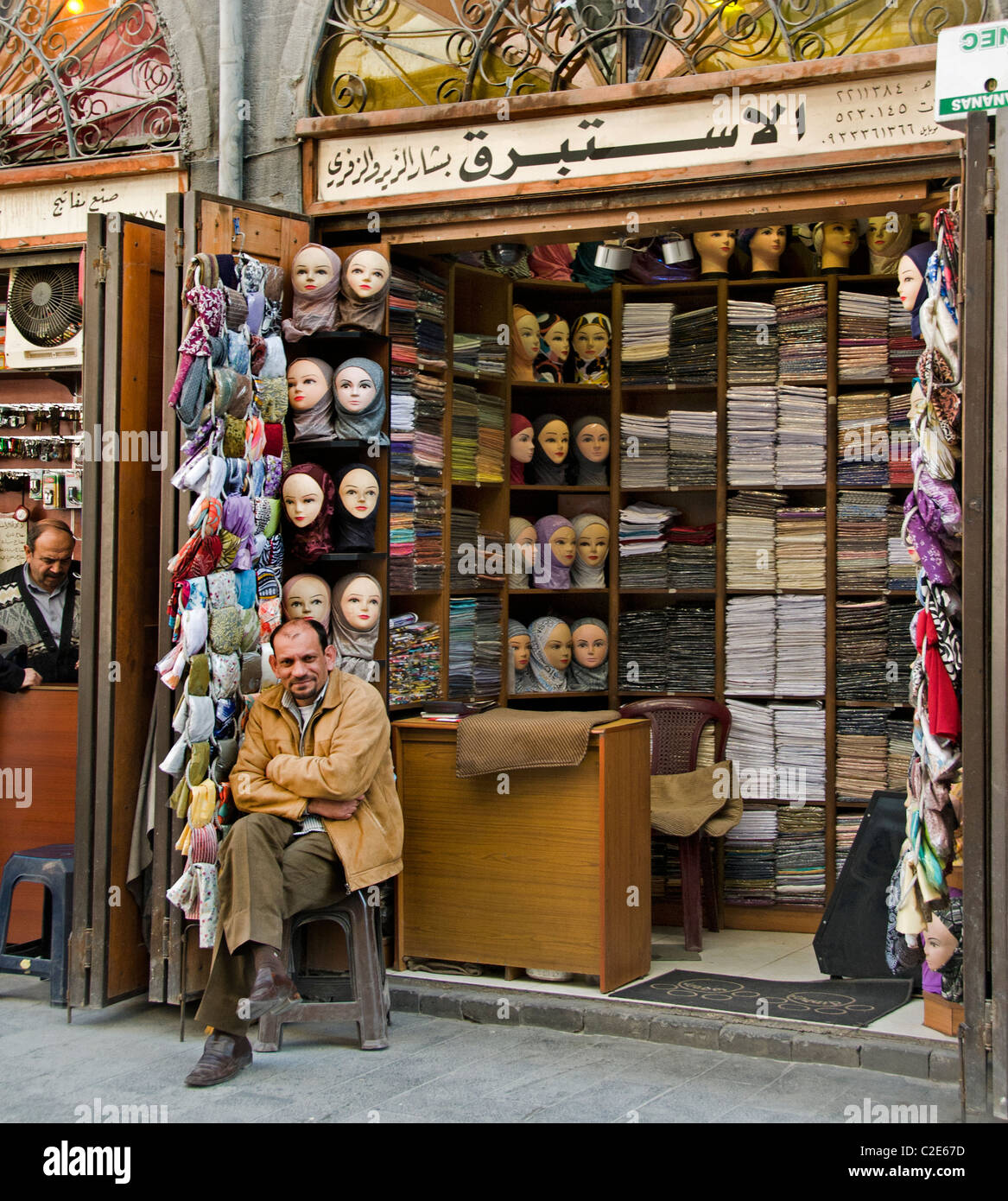 Damas Syrie Souk Bazar chiffon robe vêtements de soie draperie Photo Stock