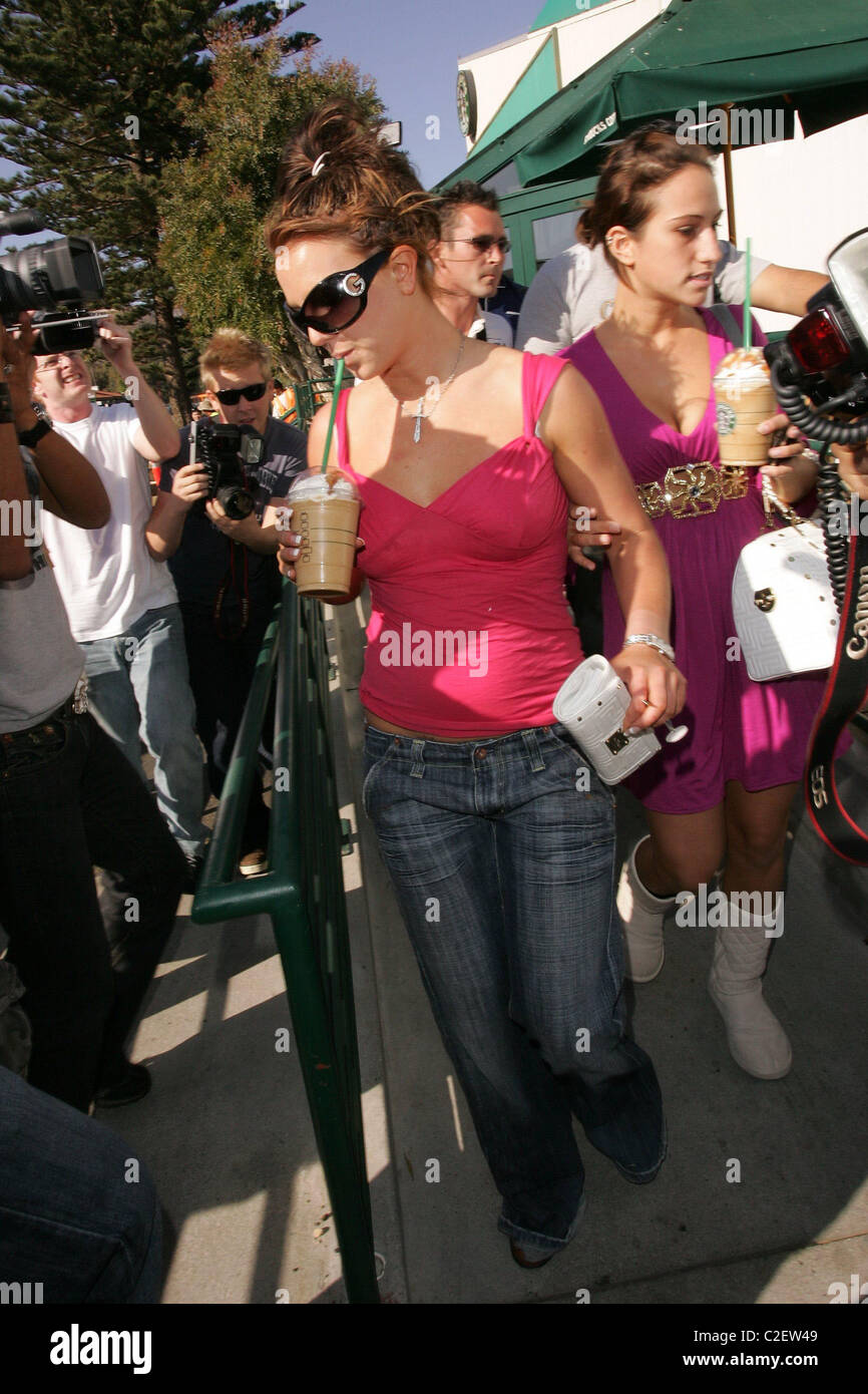 * SPEARS A L'oeil rose - juste comme FEDERLINE Britney Spears a expliqué son penchant pour le port de lunettes Photo Stock