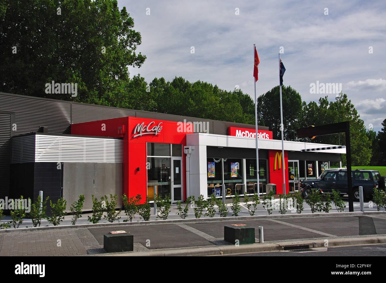 Un restaurant Mcdonald's, moderne, Tschagguns Rd, Paeroa, de la région de Waikato, Nouvelle-Zélande, Photo Stock