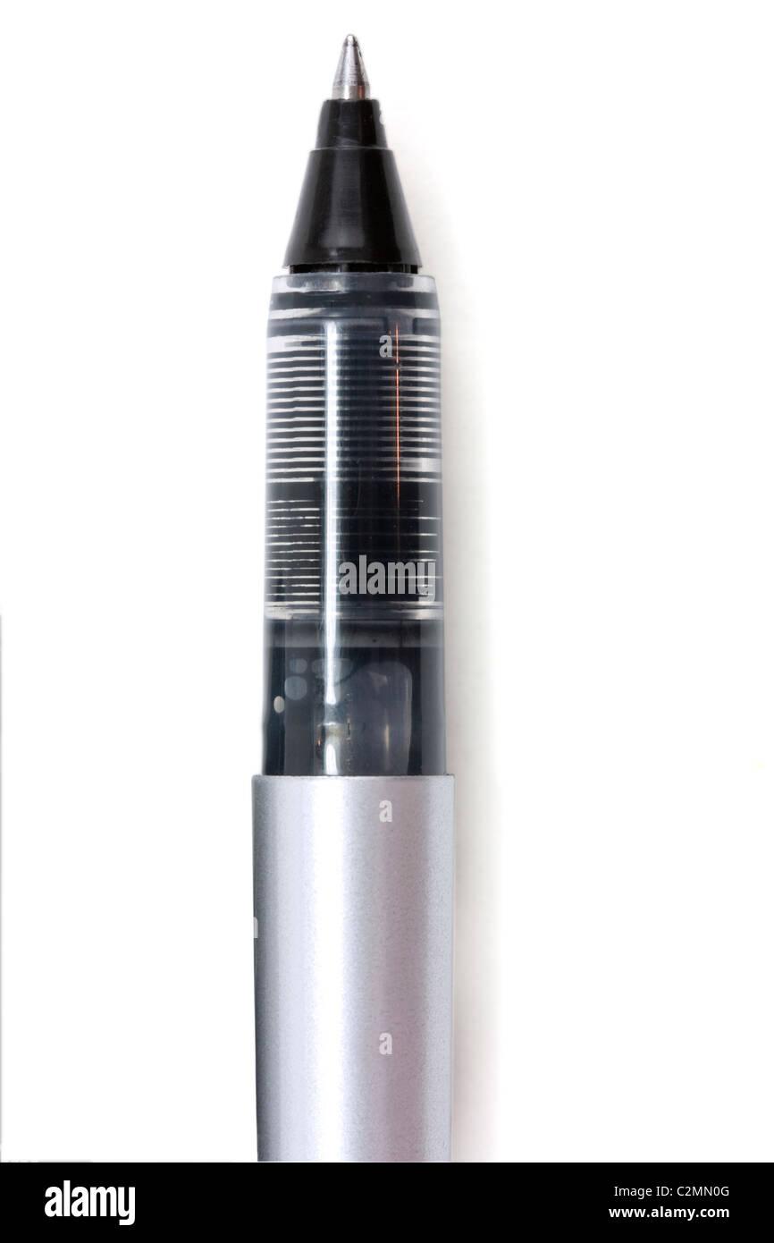 Très proche plan macro sur la pointe d'un stylo roller Photo Stock