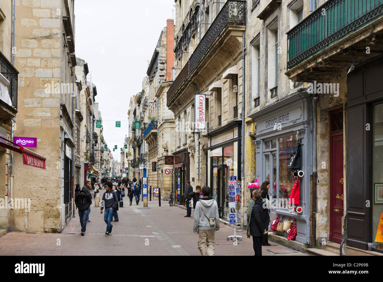 Boutiques de la rue des Trois Conils dans le centre-ville, Quartier St Pierre, Bordeaux, Aquitaine, France Banque D'Images