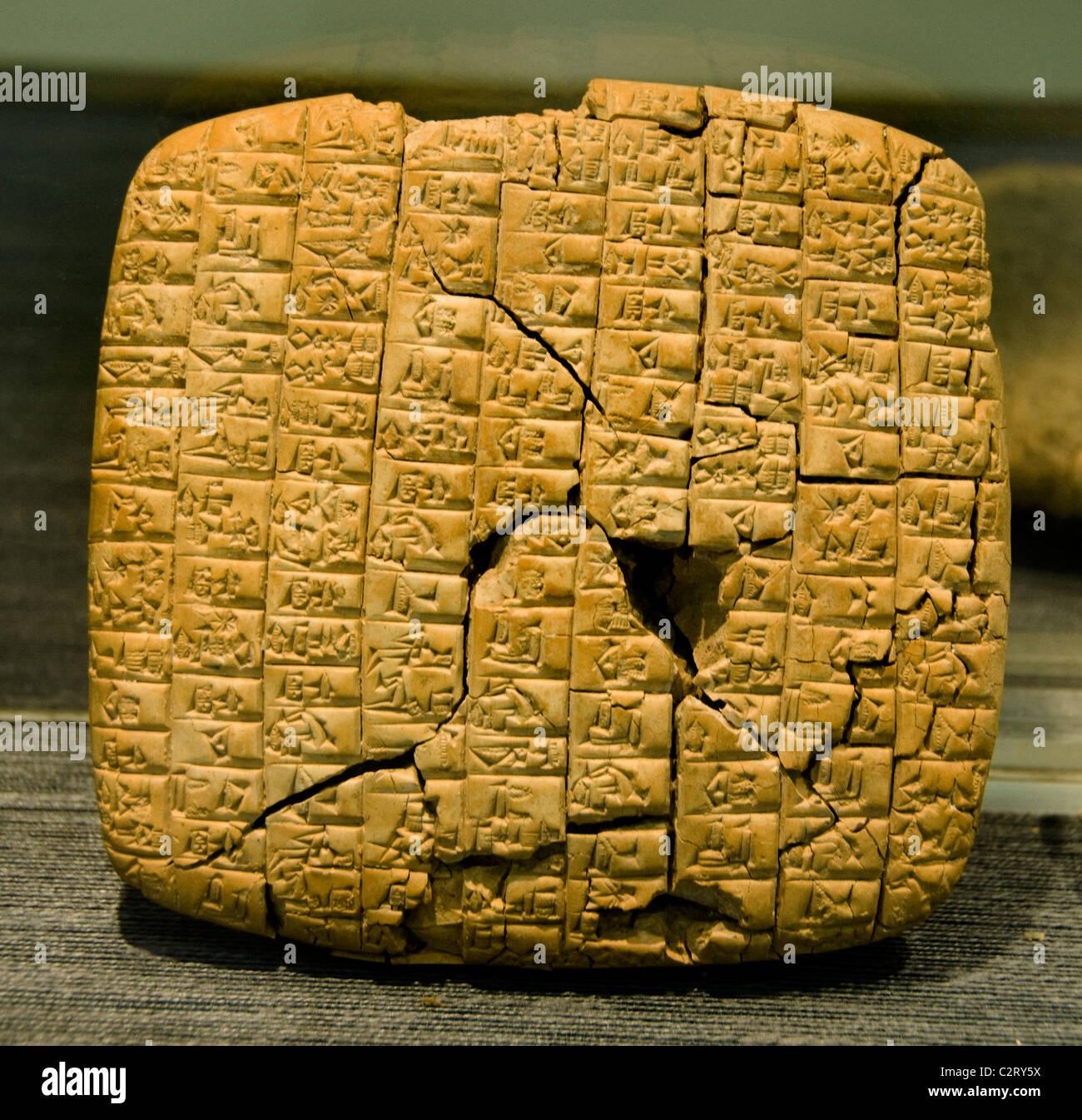 L'un des 15 000 tablets tablet Archives 2400 Royal BC Public du Palace G Ebla en Syrie Syrie ( Paolo Matthiae<! Photo Stock