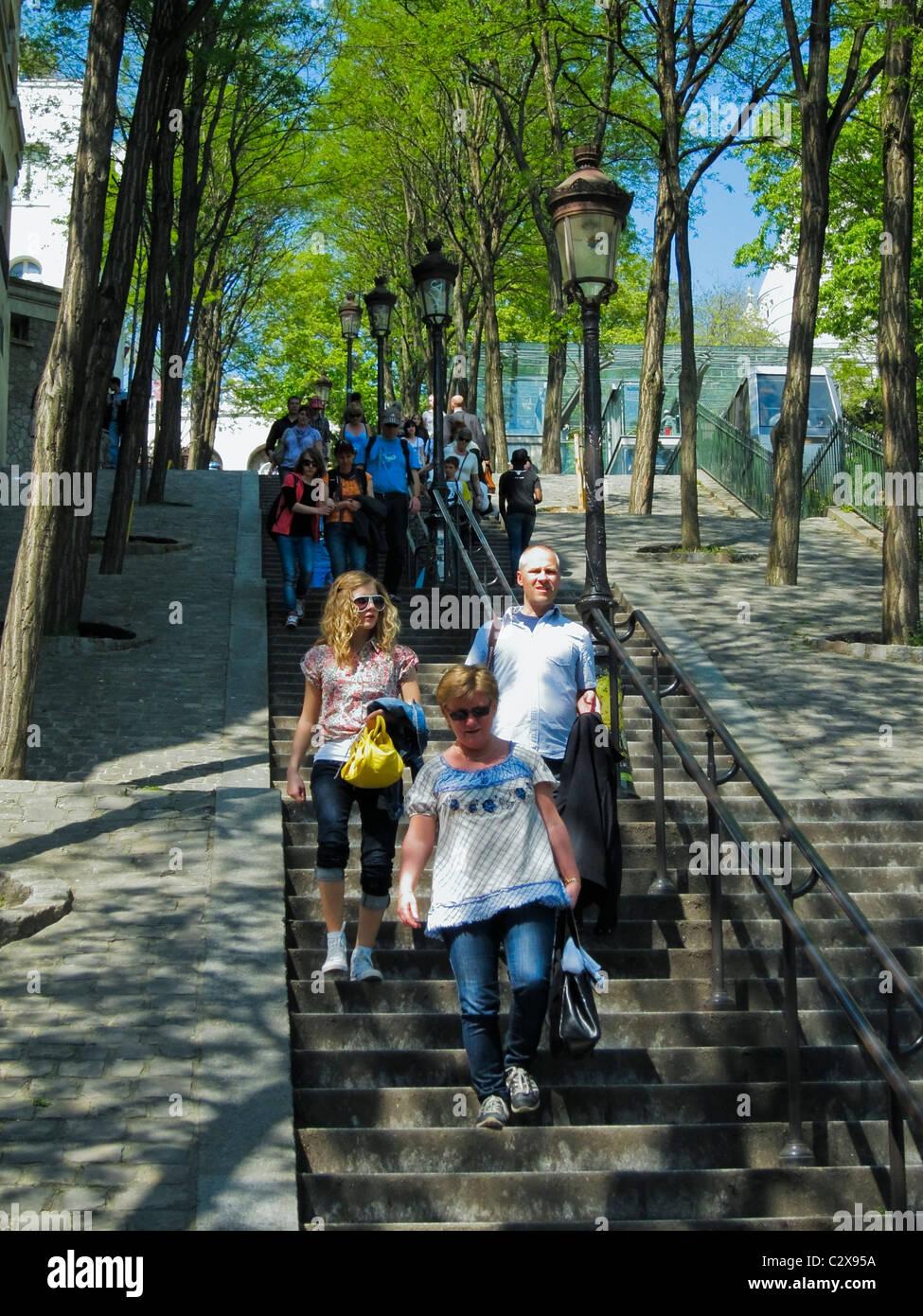 Paris, France, en Visite de Montmartre, marcher dans escalier extérieur Banque D'Images