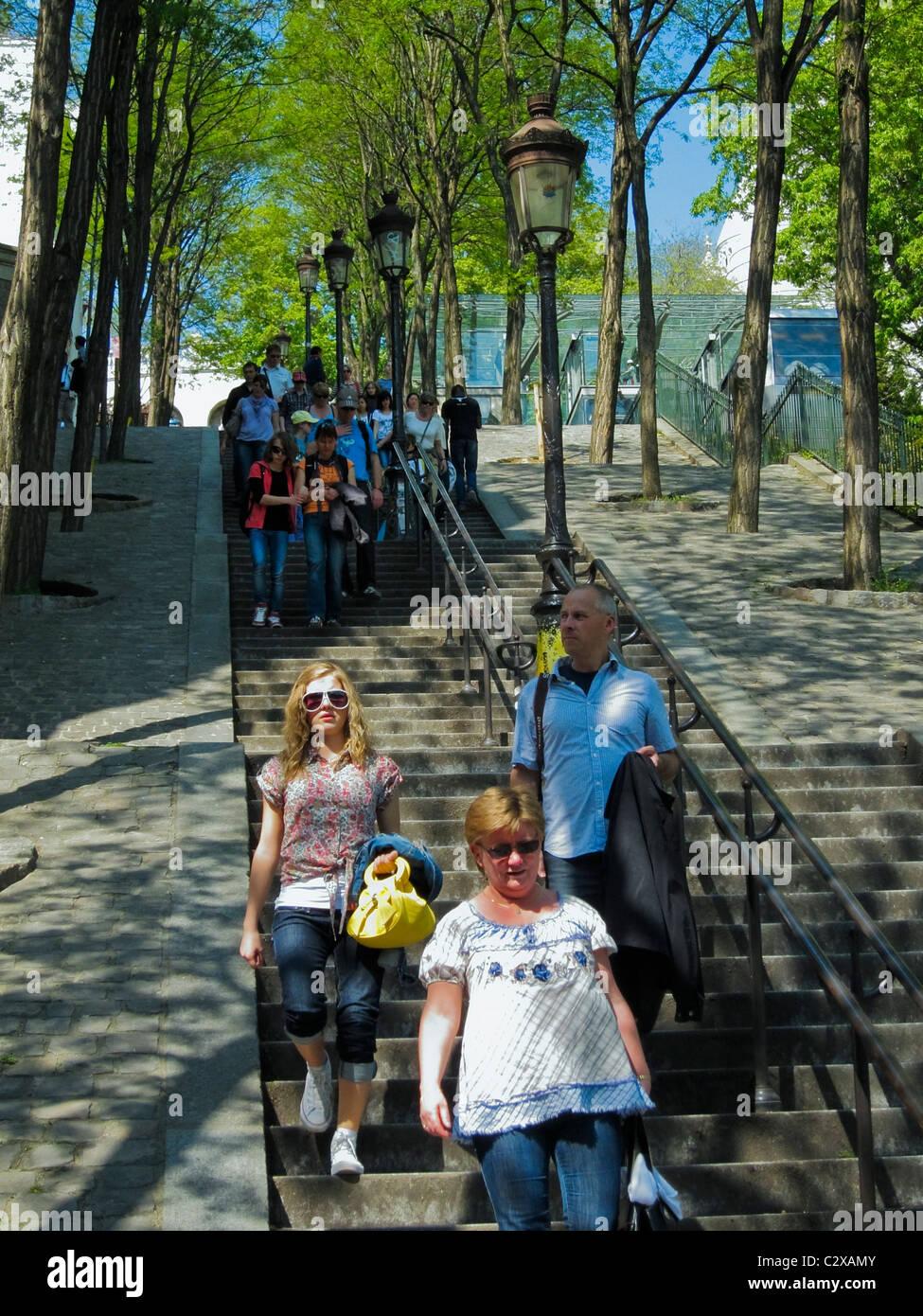 Paris, France, les gens se rendant sur Butte Montmartre, marcher dans escalier extérieur Banque D'Images