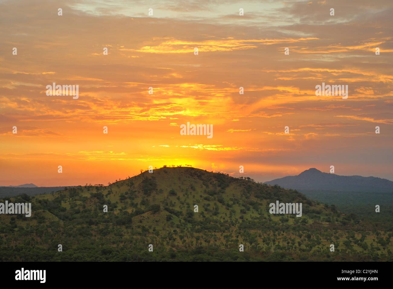 Coucher du soleil sur les collines du Parc National de Boma, au Soudan du Sud Photo Stock