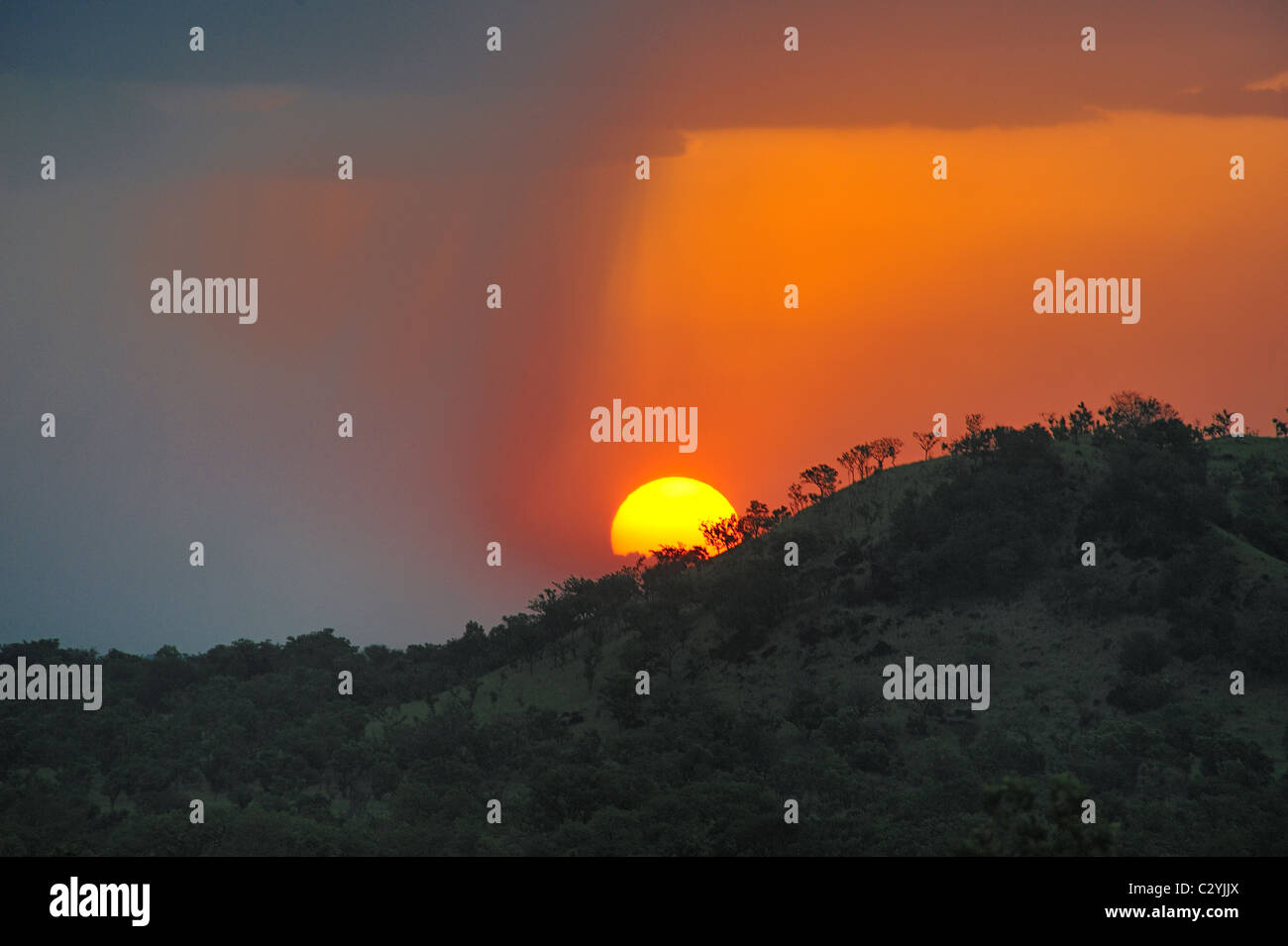 Coucher de soleil sur les collines du Parc National de Boma, au Soudan Photo Stock