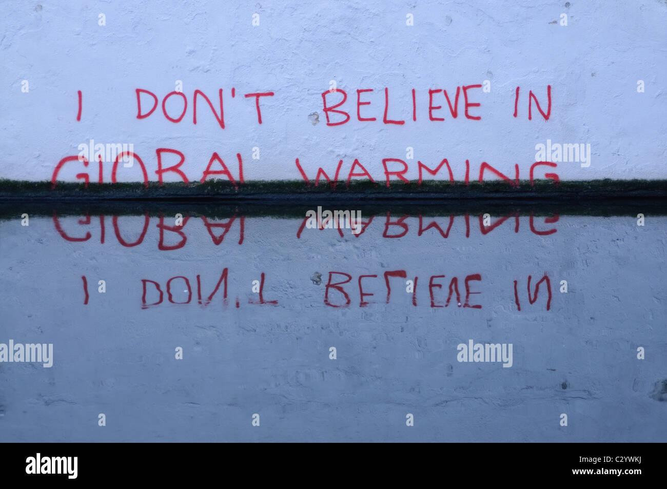 Graffiti sur le Regent's Canal, Camden, London Photo Stock