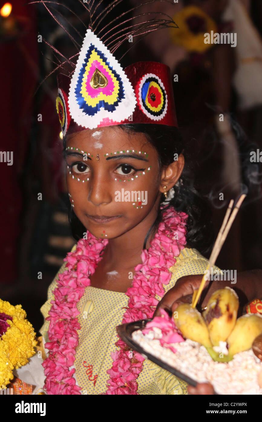 Fille Indienne Avec Une Coiffure Et Maquillage Dans Un Festival Pres