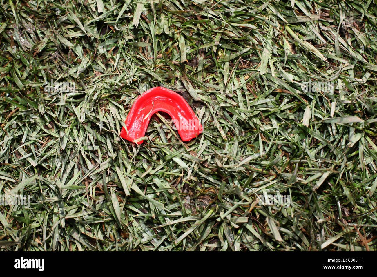 Protège-dents Rugby sur pelouse. Photo Stock