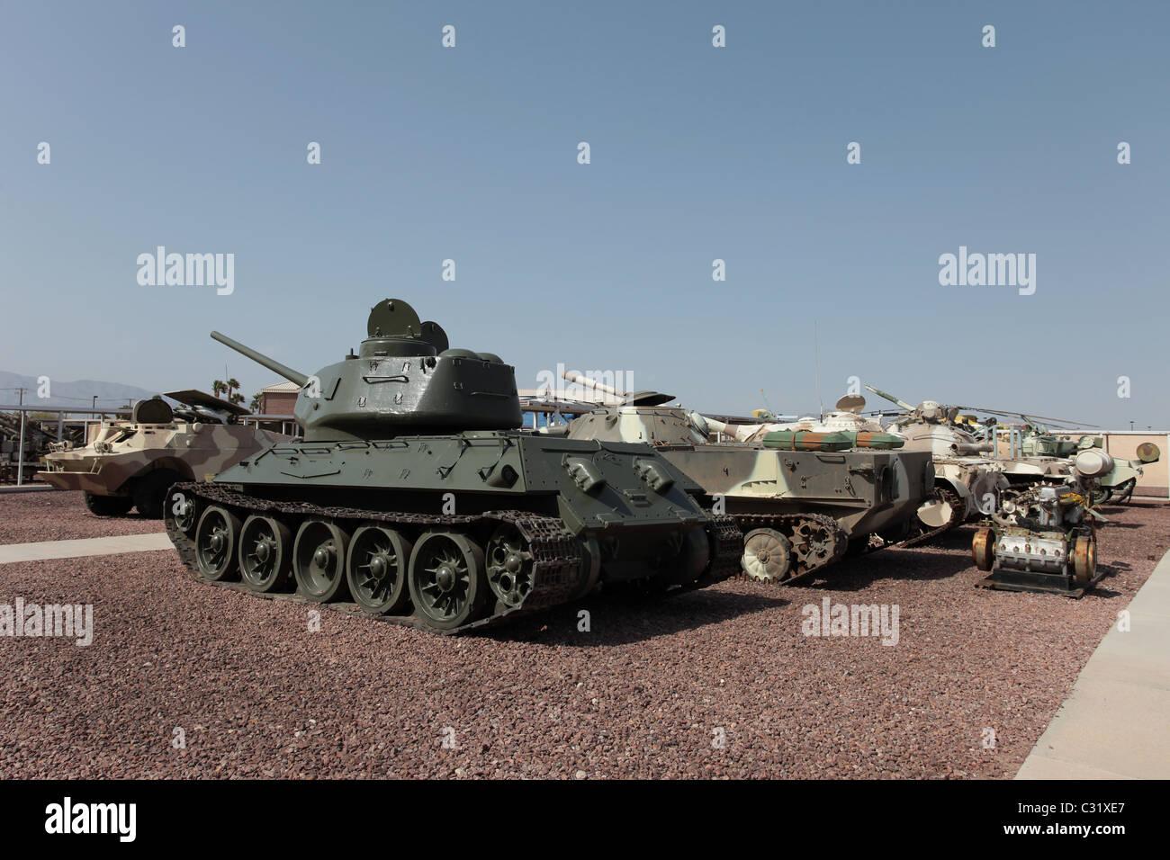 Les chars soviétiques et les systèmes d'armes. Système d'armes utilisées pour abattre, tuer, détruire l'ennemi et protéger les forces ennemies. Banque D'Images