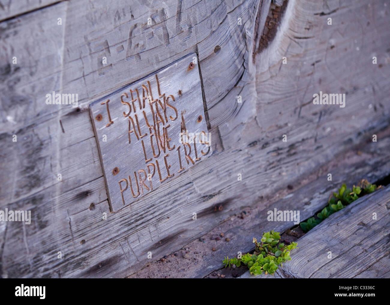 Message sculpté sur bois patiné Photo Stock