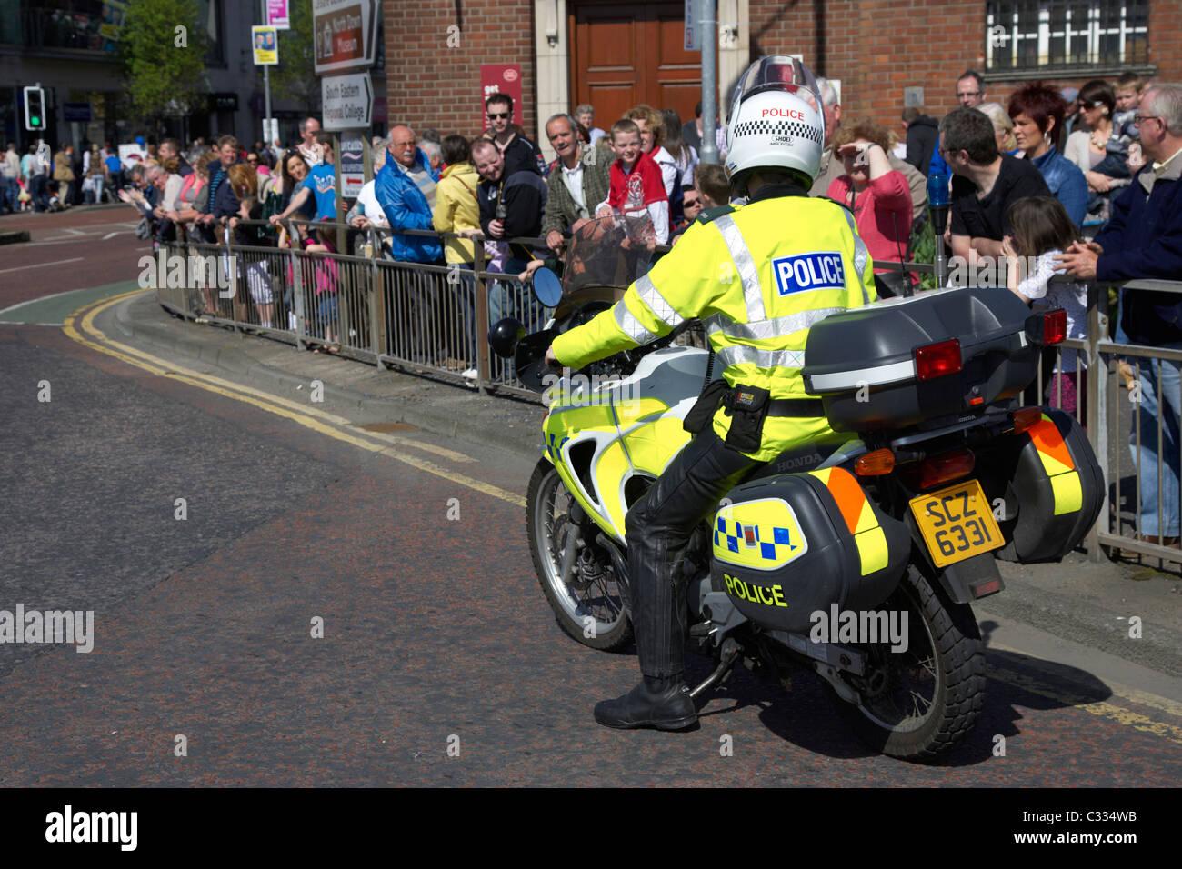 Moto police psni agent de circulation au cours d'escorte en parade bangor comté de Down en Irlande du Nord Photo Stock