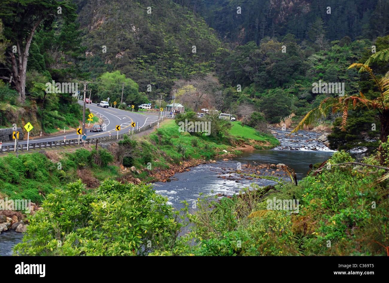 La Karangahake Gorge sur l'autoroute 2 entre et Waikino Paeroa, île du Nord Nouvelle-zélande Photo Stock