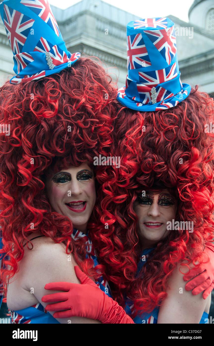 29 avril 2011 Mariage Royal. Trafalgar Square. La grande loi sur les perruques faites glisser sur le dessus en costumes. Photo Stock