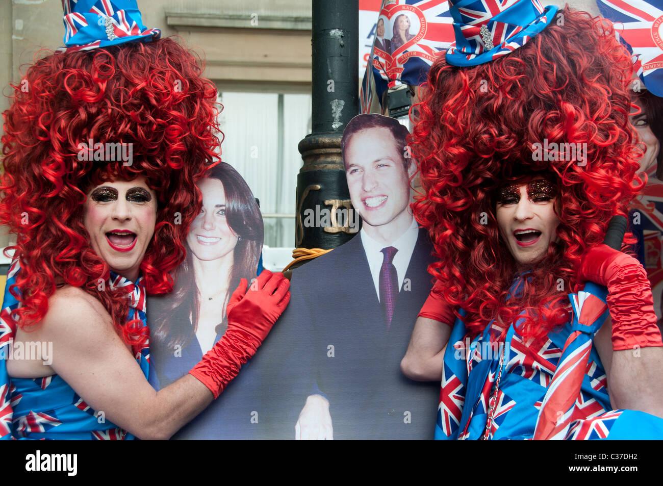 29 avril 2011 Mariage Royal. La grande loi sur les perruques faites glisser sur le dessus en costumes et découper Photo Stock