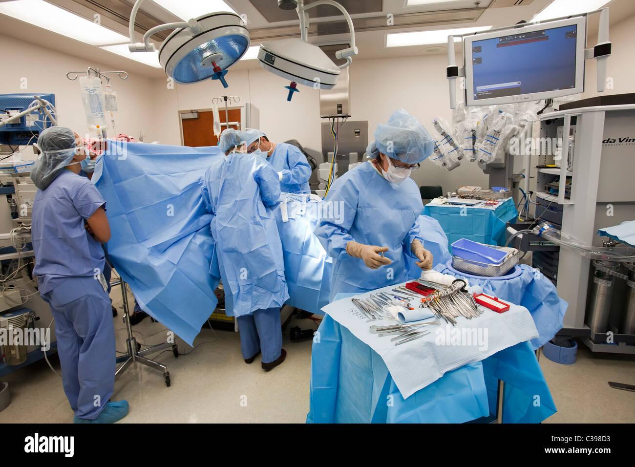 La chirurgie dans la salle d'opération de l'hôpital Banque D'Images