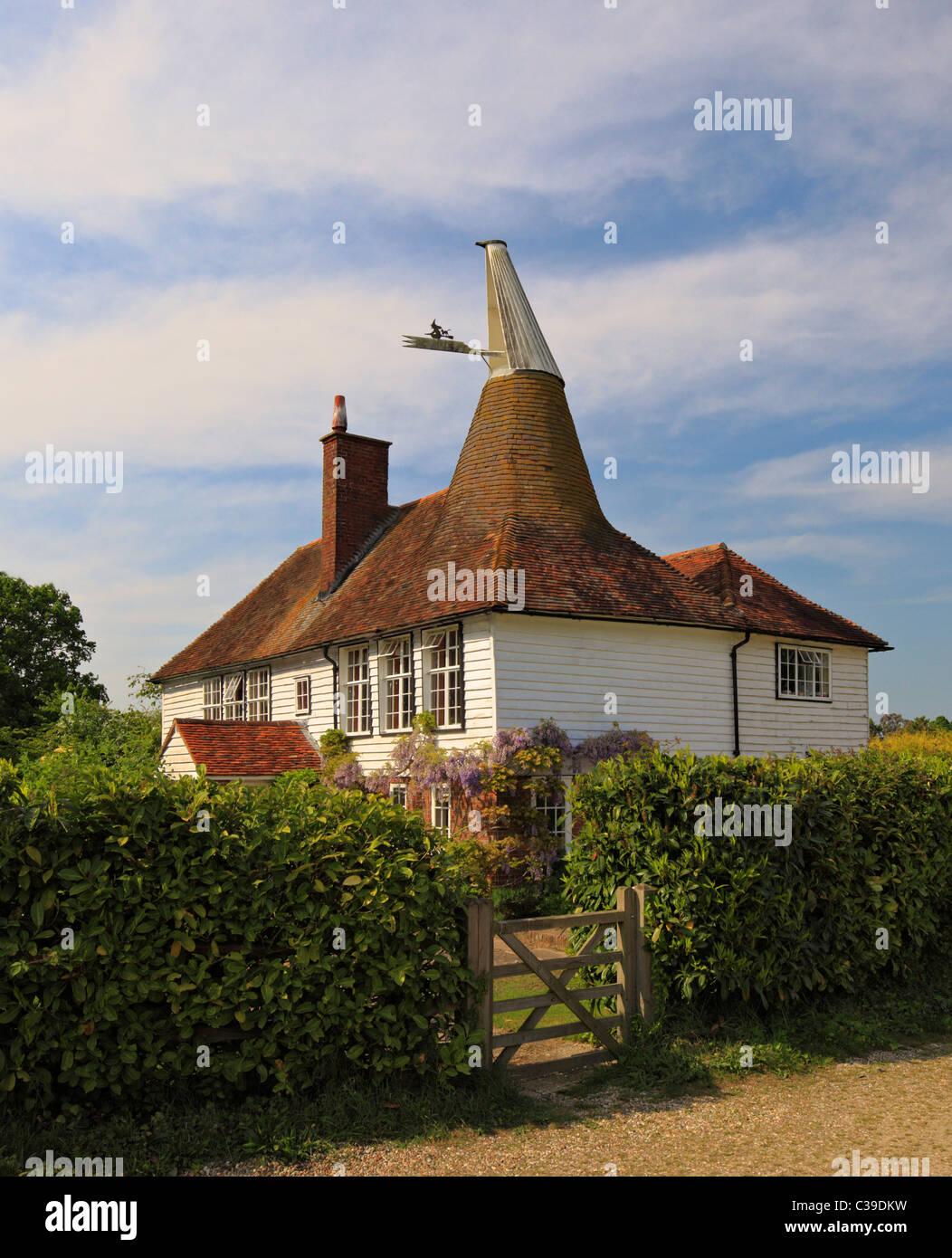 Rare à la vieille maison Oast avec un toit rond et carré. Photo Stock