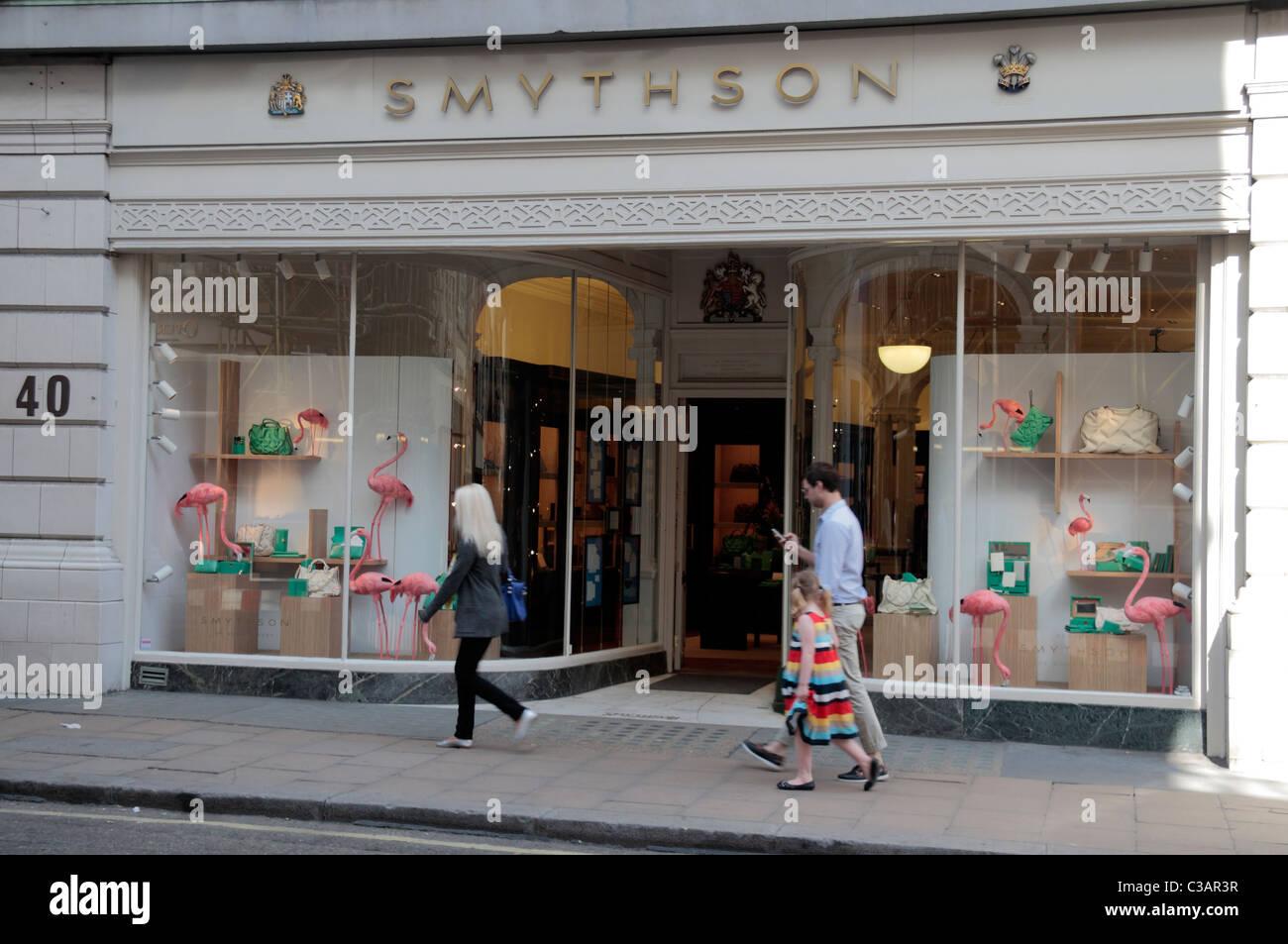 La papeterie de luxe Smythson sur New Bond Street, London, UK. Photo Stock