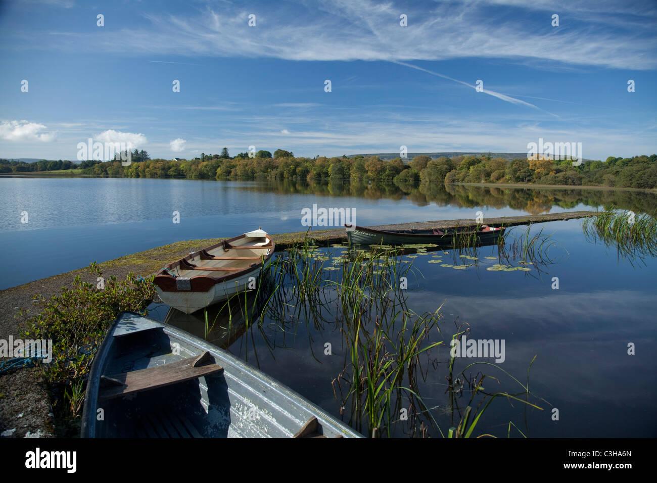 Bateaux de pêche dans le Lough Arrow, Comté de Sligo, Irlande. Photo Stock