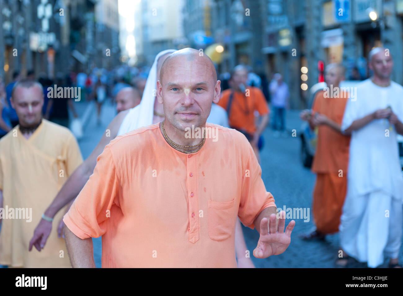 Hare Krishna danseurs dans la rue Banque D'Images