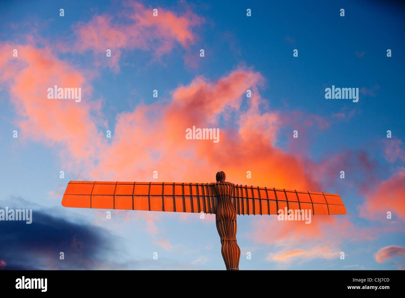 L'Ange du Nord au coucher du soleil, Gateshead, Royaume-Uni. Photo Stock