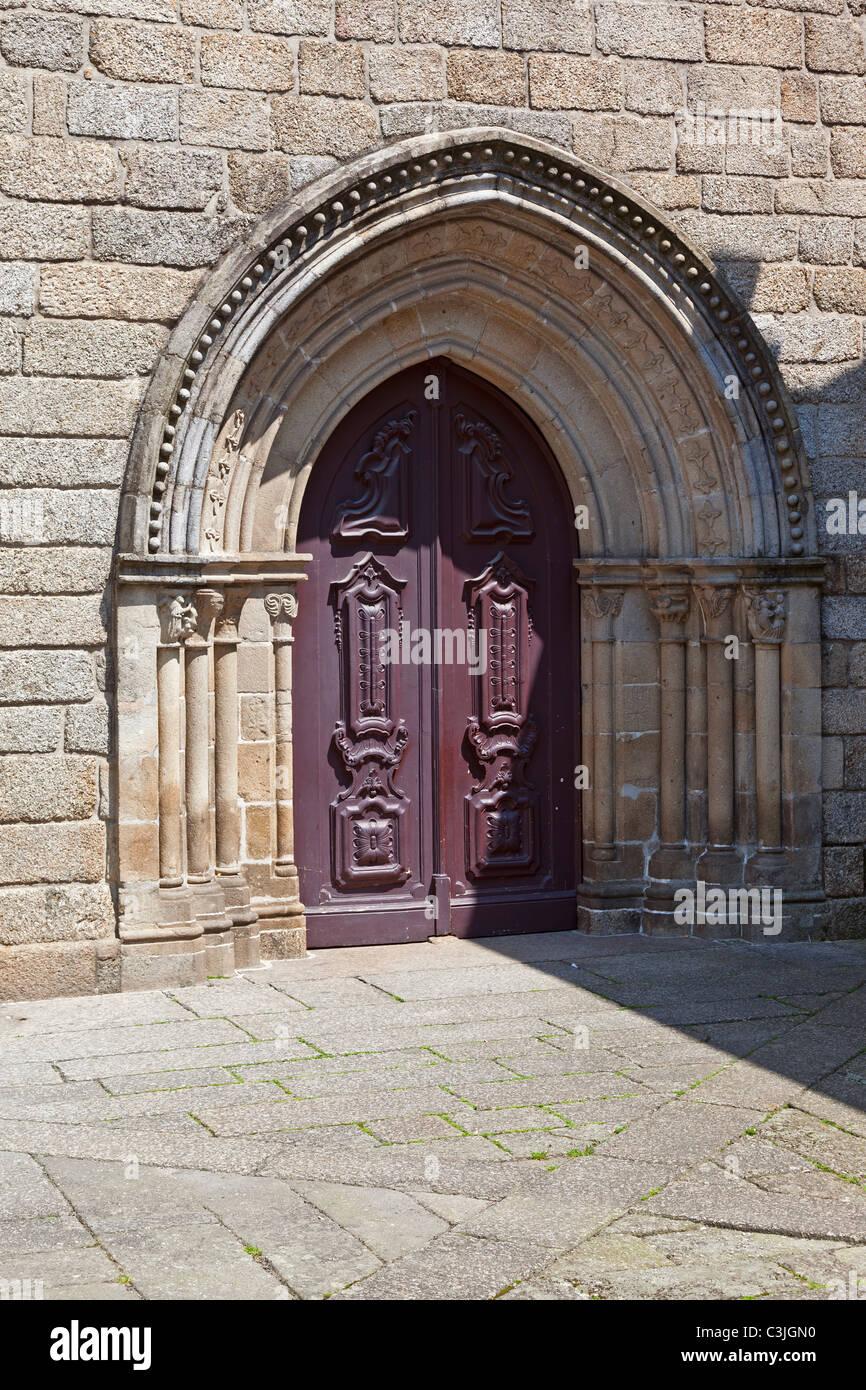 Portail De L Eglise Sao Francisco A Guimaraes Portugal Ordres Mendiants Style Gothique Photo Stock Alamy