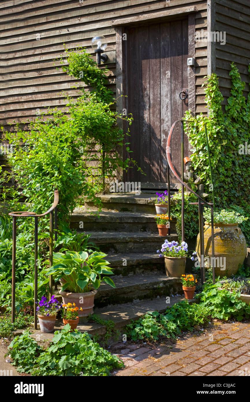 Escalier en pierre avec rampe métallique escalier extérieur ...