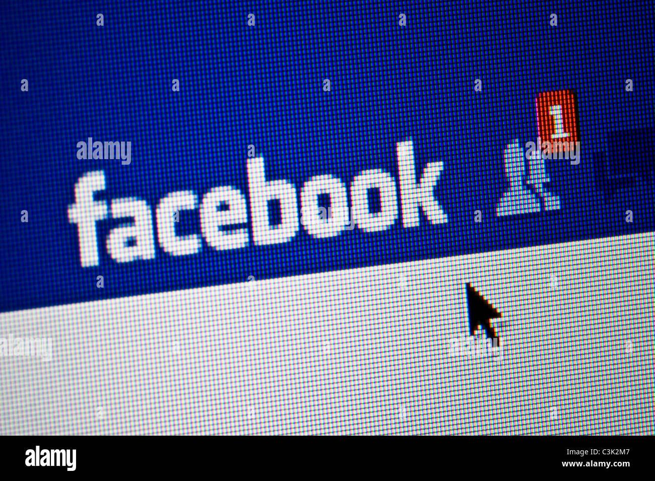 Close up de l'ami de Facebook demande le site web de réseautage social. (Usage éditorial uniquement: Photo Stock