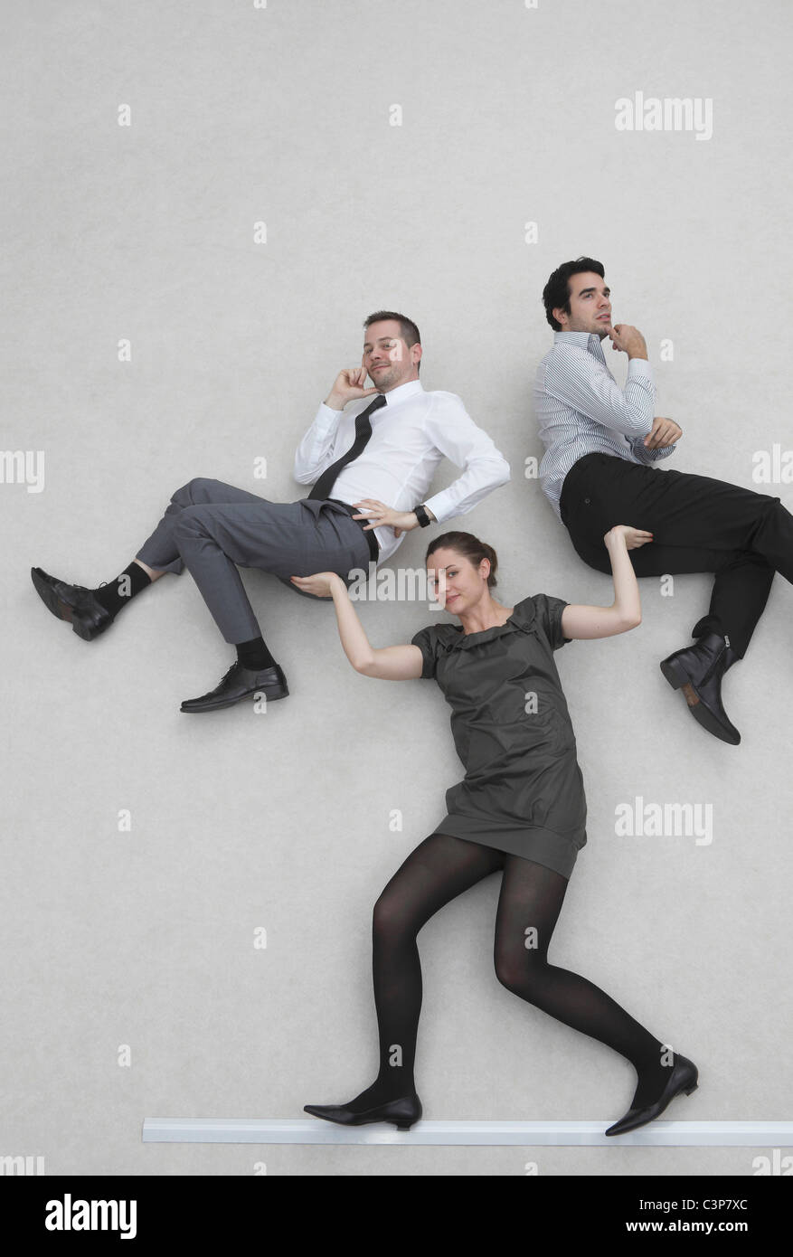 Businesswoman levée deux collègues, smiling, portrait, elevated view Photo Stock