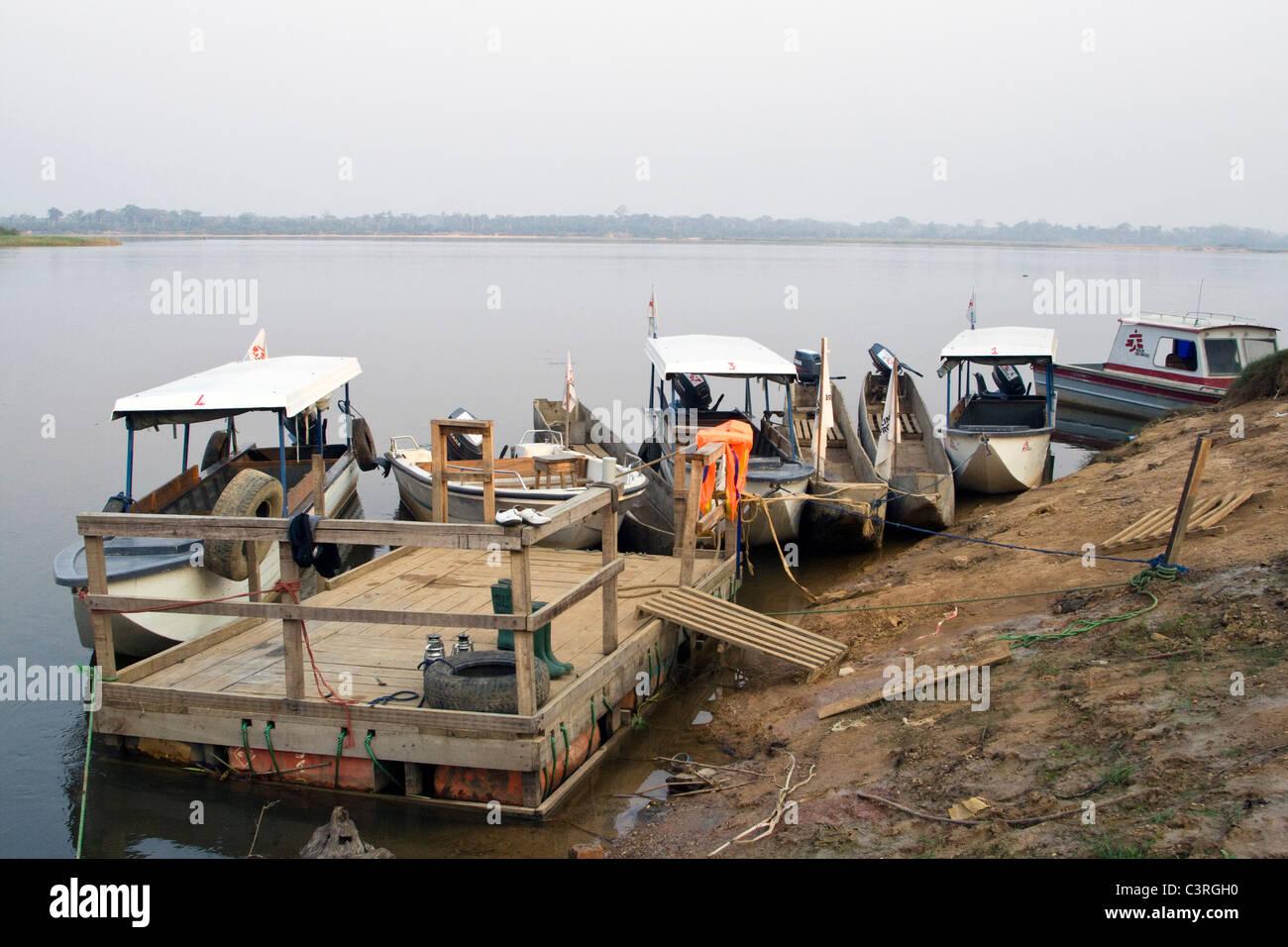 Betou bateaux MSF République du Congo Banque D'Images