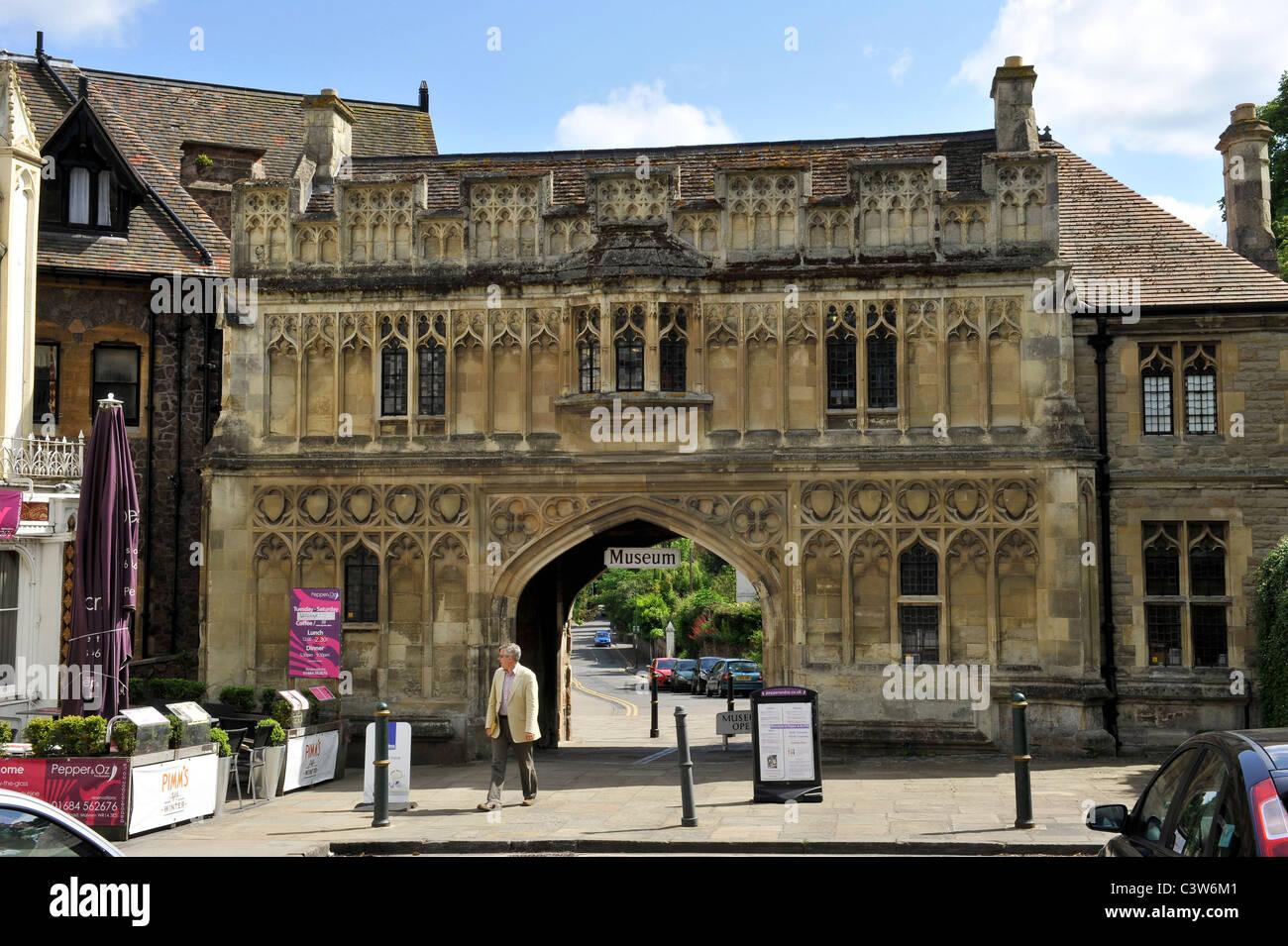 Le prieuré bénédictin de gardien qui est l'entrée de Great Malvern Museum, Worcestershire. Photo Stock
