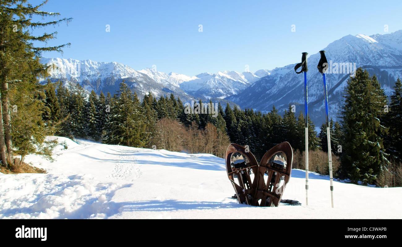 Un beau paysage de montagne. L'endroit idéal pour une randonnée en raquettes. Photo Stock