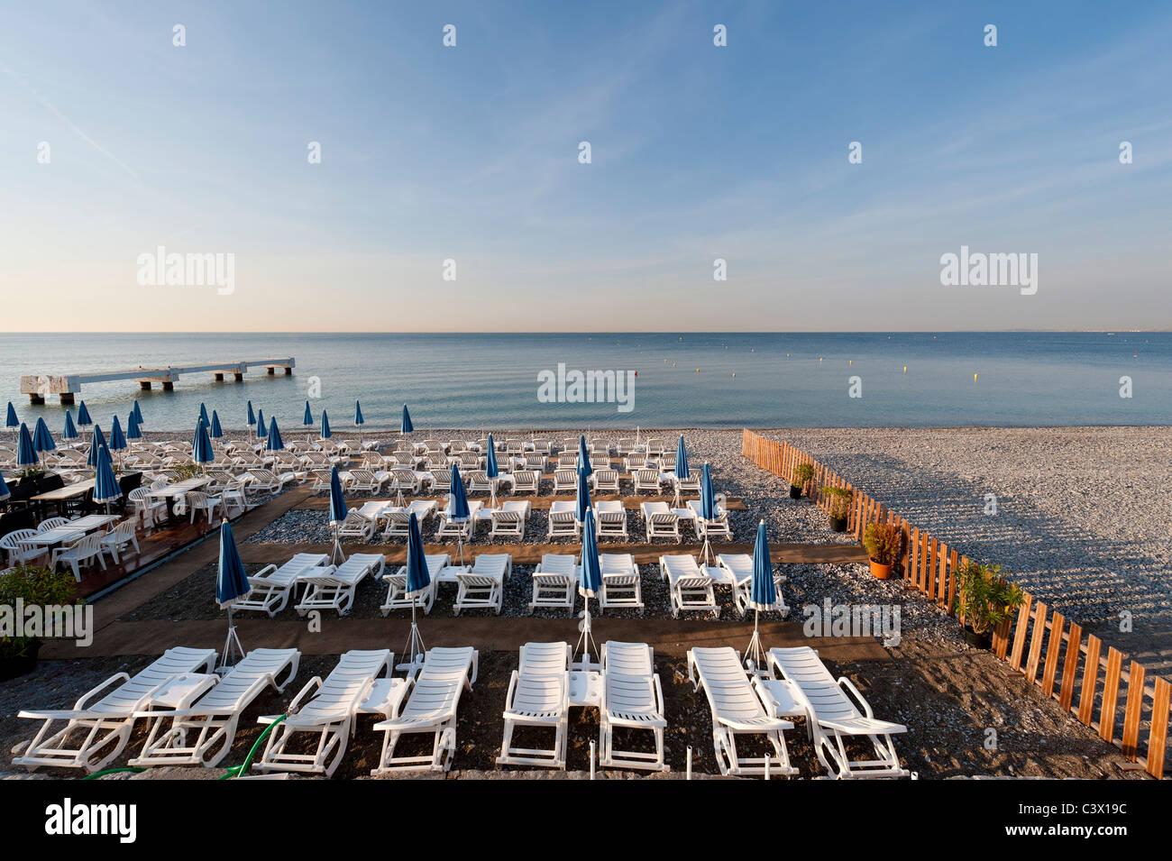 La côte Méditerranéenne, dans les premières heures de la Promenade des Anglais, Nice sur la Photo Stock