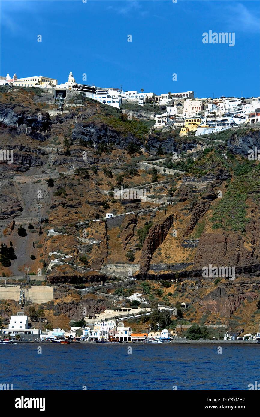 L'Europe, Grèce, Îles grecques, Santorin, Santorini, Cyclades, Fira, l'architecture, blanc, peint, stuc, maisons, terres, Banque D'Images