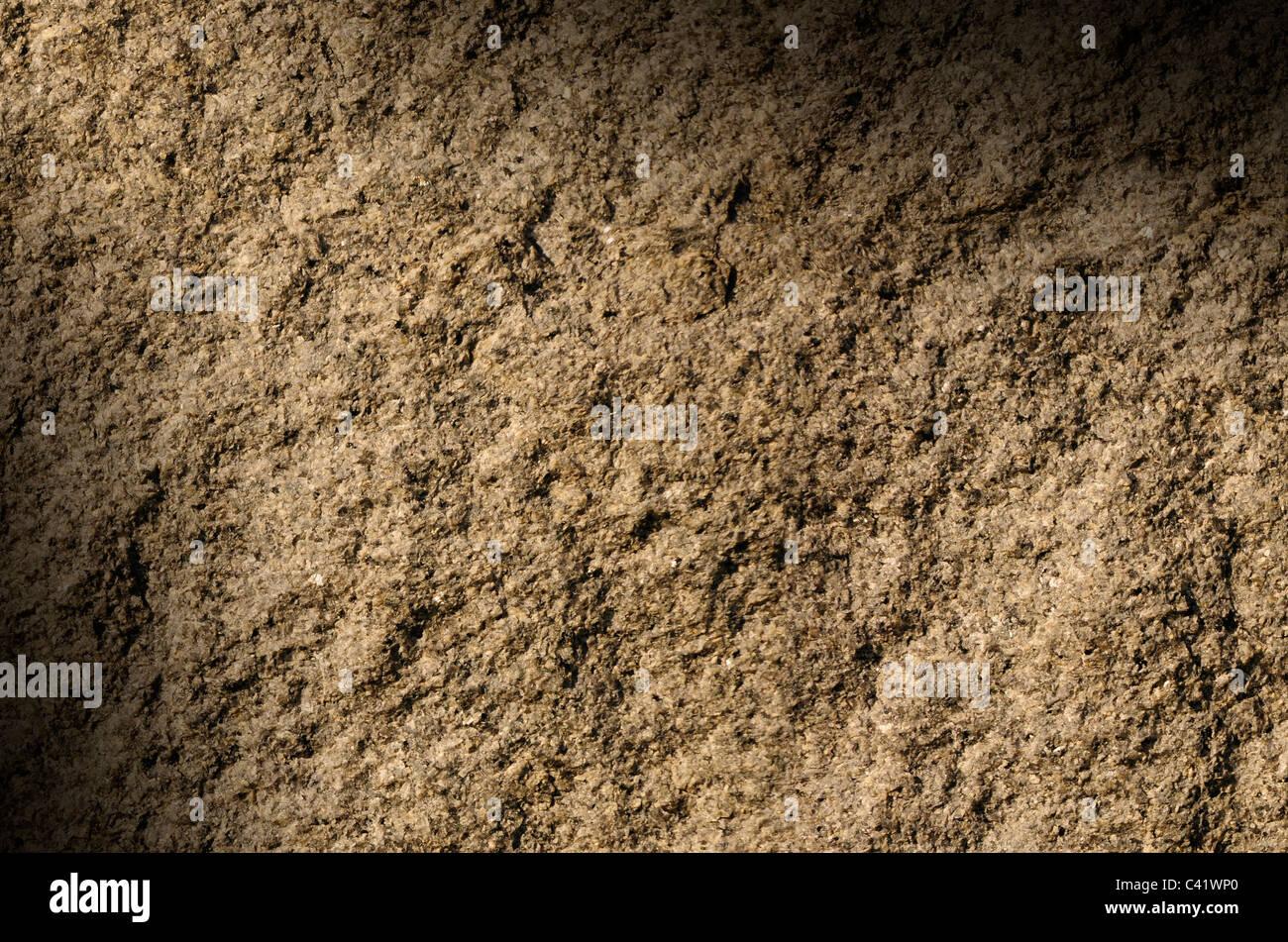 La texture de la surface texturée gray rock allumé en diagonale Photo Stock