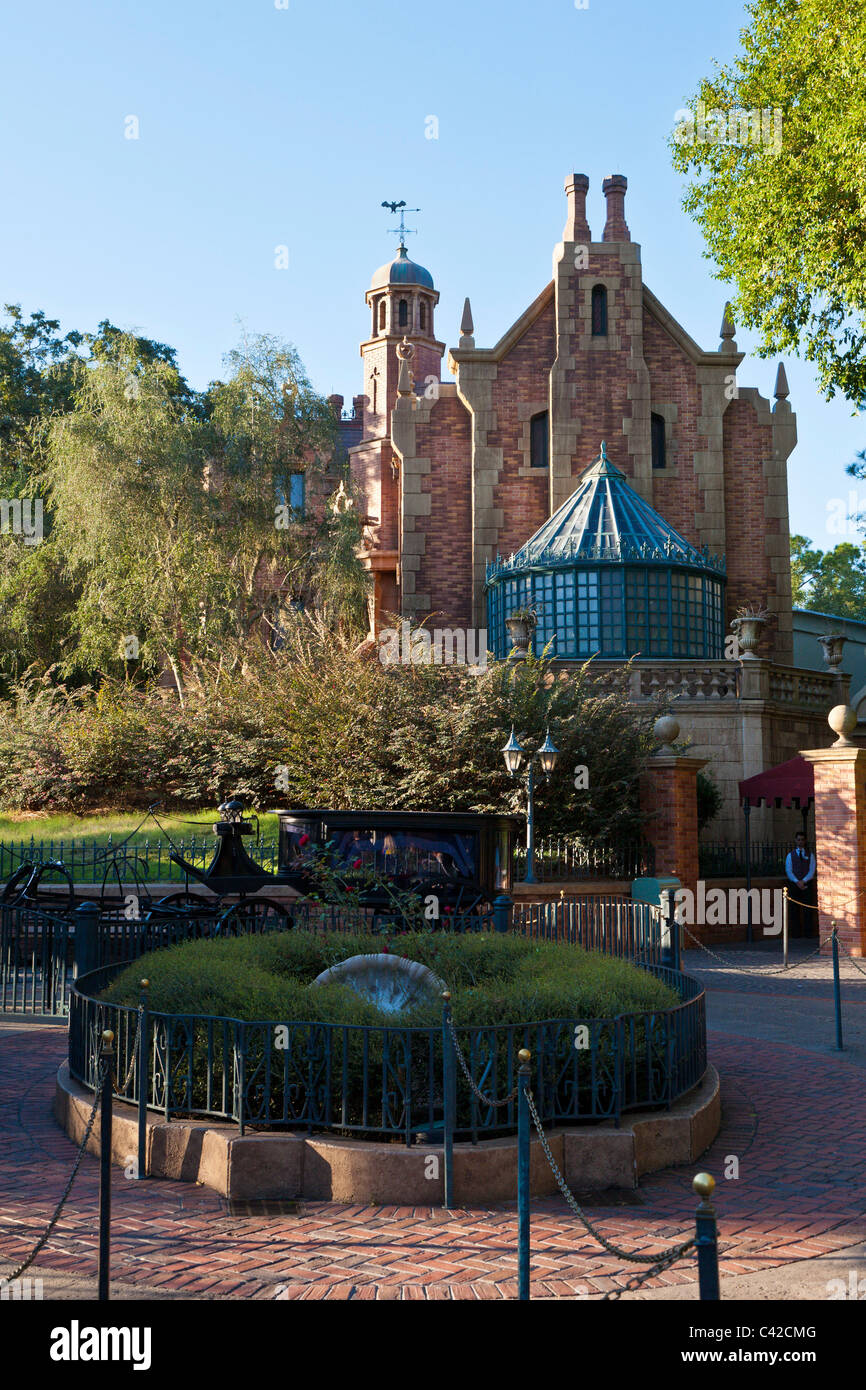 L'attraction Haunted Mansion ride dans le Magic Kingdom de Disney World, à Kissimmee, Floride Photo Stock