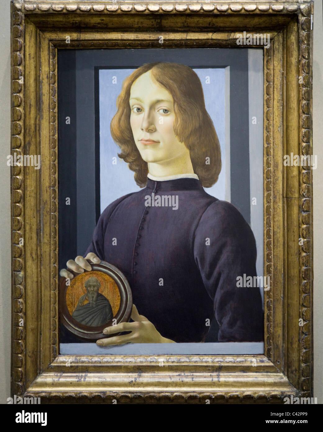 9984ee7c6e9f8 'Portrait d'un jeune homme tenant un médaillon' par Sandro Botticelli, 1485  '
