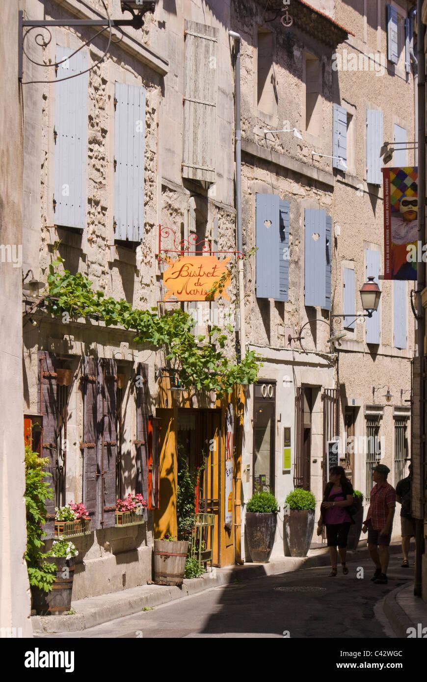 Dans la rue Saint-Rémy-de-Provence, France. Photo Stock