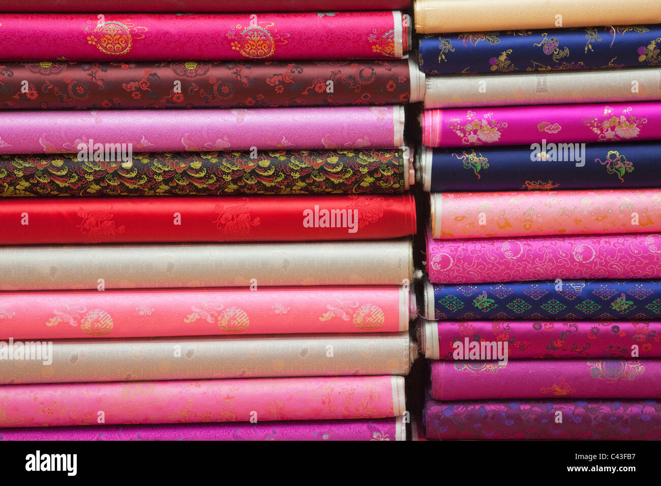 Asie, Corée, Séoul, le marché de Dongdaemun, boutique de tissu, tissu, matériaux, soie, soie, boutique, shopping, marché, marchés, tourisme, Tra Banque D'Images
