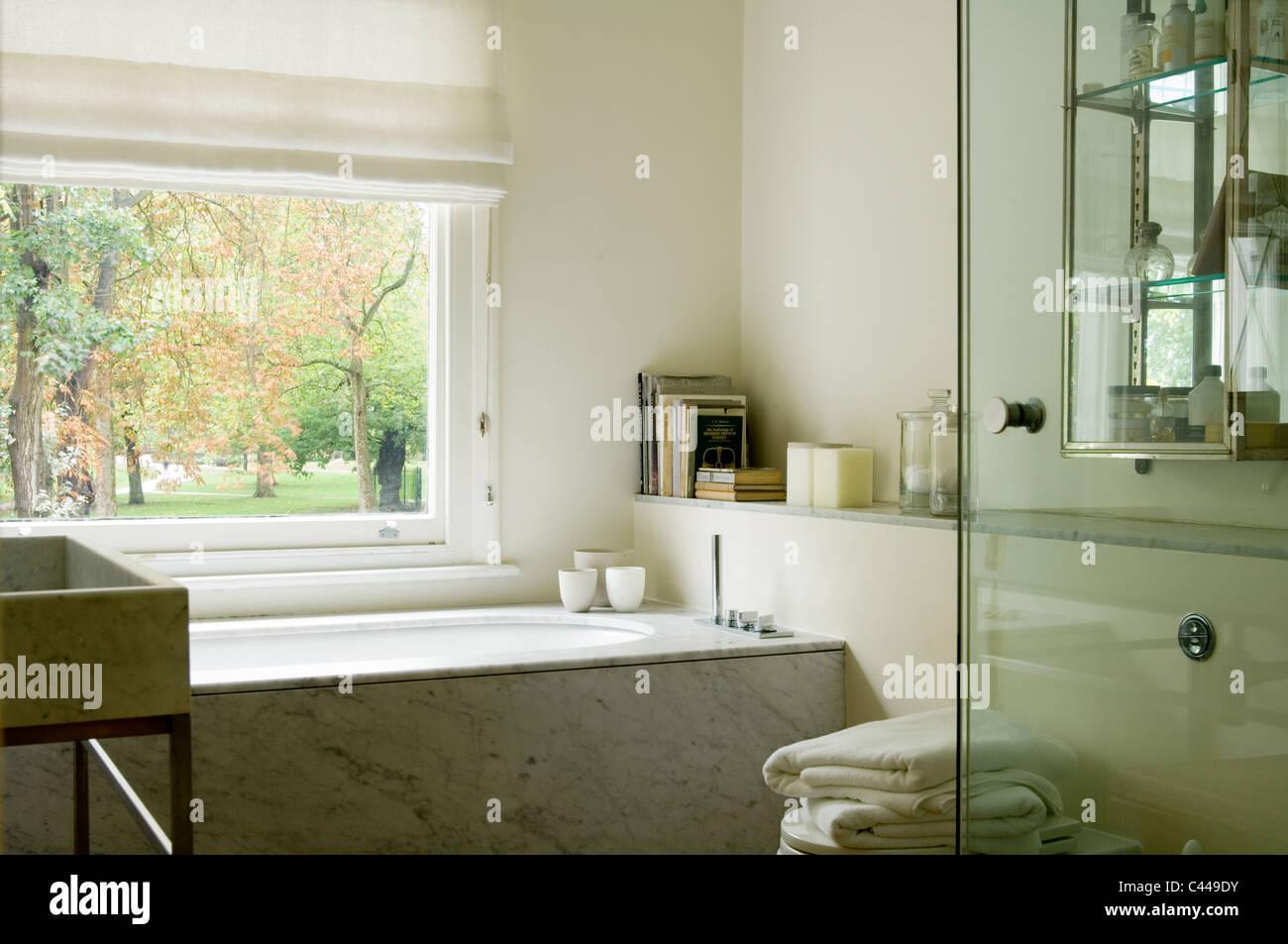 Salle De Bain Marbre De Carrare baignoire en marbre photos & baignoire en marbre images - alamy