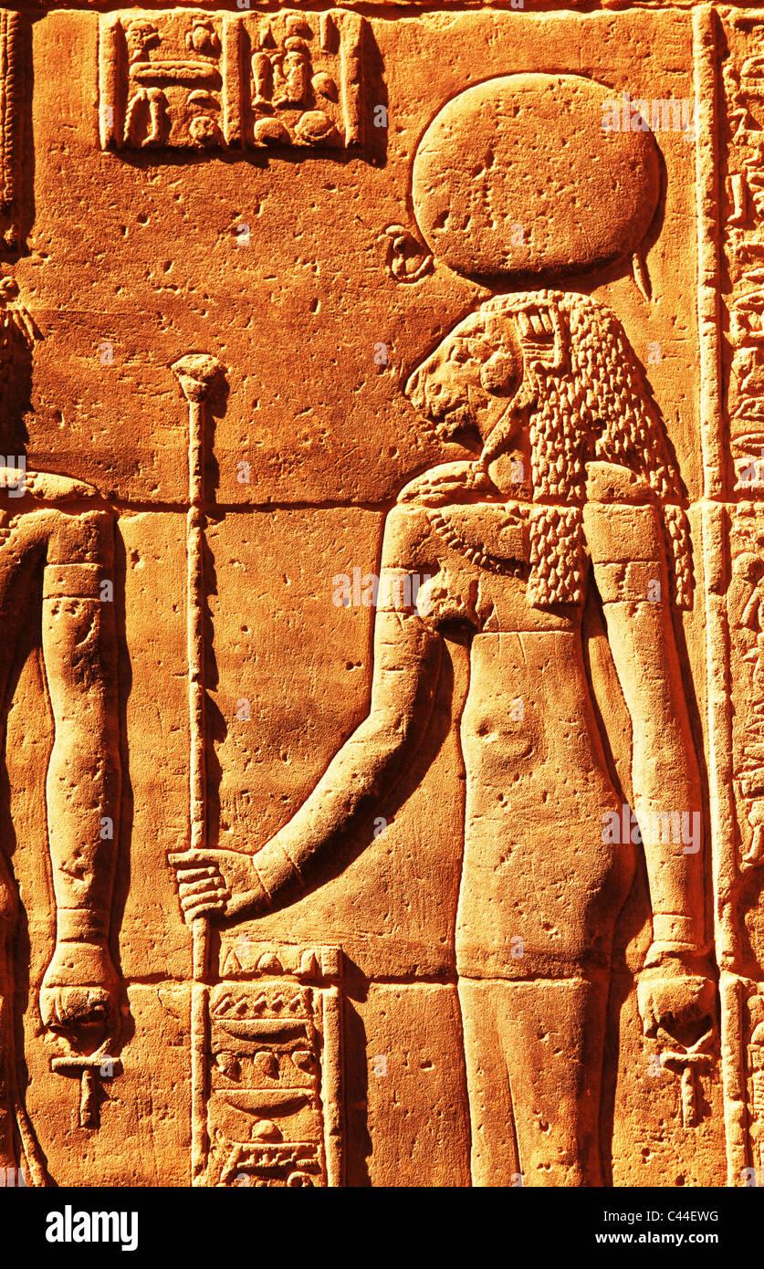 Mur de décharge avec hiéroglyphes à enceinte de Amun Re Temple de Karnak Louxor Égypte près Photo Stock