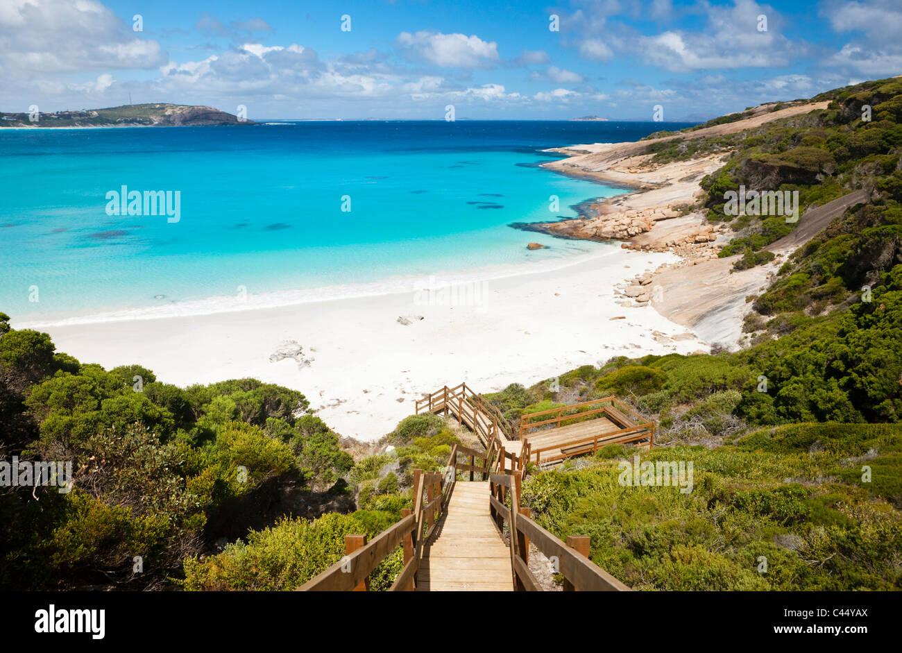 Boardwalk menant à Blue Haven Beach. Esperance, Australie occidentale, Australie Photo Stock