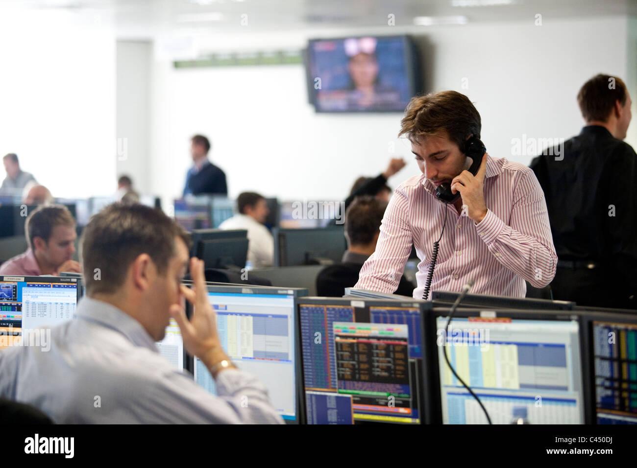 BGC Vocale + société de courtage électronique salle de marché, les opérateurs en Photo Stock